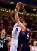 图文-奥运会19日女篮比赛赛场战况 莱斯利进攻