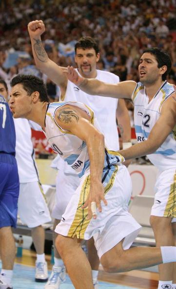 图文-[奥运男篮]阿根廷80-78希腊 疯狂的庆祝