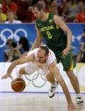 图文-西班牙男篮胜立陶宛进决赛 只为救此一球