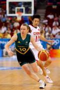 图文-[女篮半决赛]中国56-90澳大利亚 带球突破