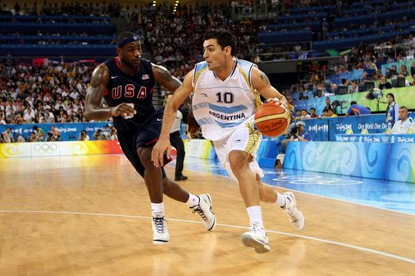 图文-[奥运男篮半决赛]阿根廷VS美国 詹姆斯追防