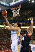 图文-半决赛阿根廷81-101梦八 斯科拉频频得分