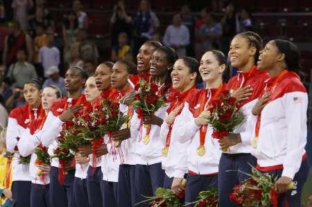 图文-[女篮决赛]美国92-65澳大利亚 美国队领奖