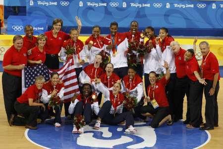 图文-[女篮决赛]美国92-65澳大利亚 美国全队合影