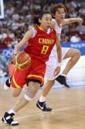图文-女子篮球精彩瞬间回顾 苗立杰突破速度迅猛