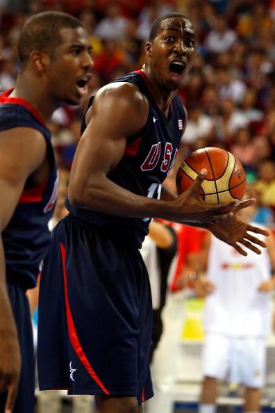 图文-北京奥运会男子篮球决赛 霍华德篮下大吼
