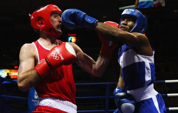 图文-14日奥运会拳击比赛赛况 这一拳能打到吗