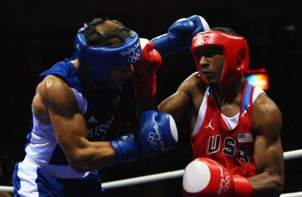 图文-14日奥运会拳击比赛赛况 双方陷入缠斗