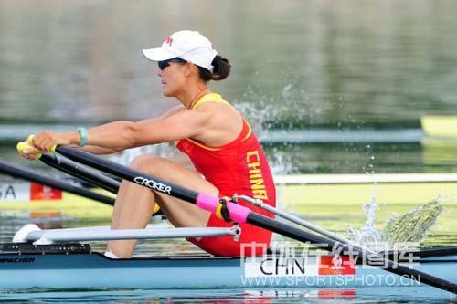图文-女子单人双桨张秀云获第四 拼得最后胜利