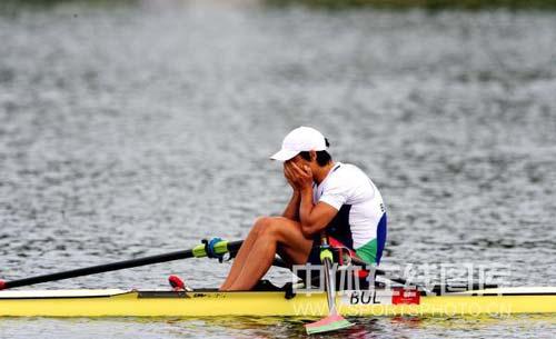 图文-奥运会赛艇经典瞬间回顾 夺冠后难掩激动