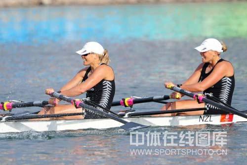 图文-奥运会赛艇经典瞬间回顾 双胞胎露出会心微笑