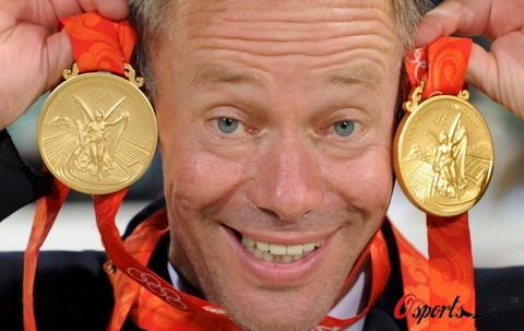 图文-[奥运]马术三项赛团体决赛 欣里希展示奖牌