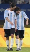 图文-科特迪瓦1-2阿根廷 梅西和加戈庆祝进球