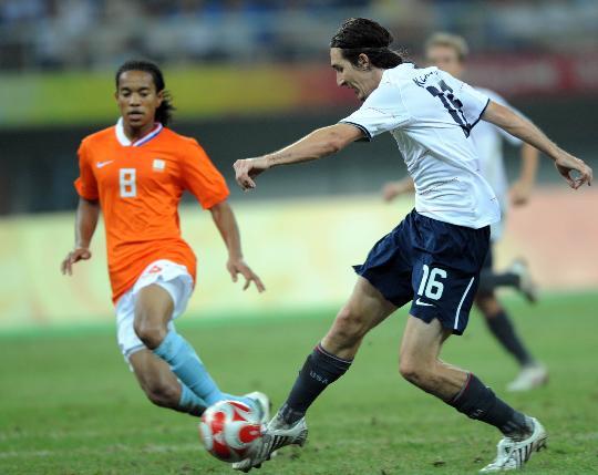 图文-[男足]美国2-2荷兰 美国球员克列斯坦射门