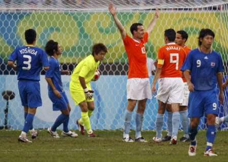 图文-[男足]荷兰1-0日本 西邦庆祝进球