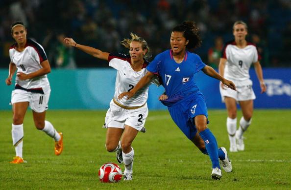 图文-[奥运女足半决赛]日本2-4美国 不让你拿球
