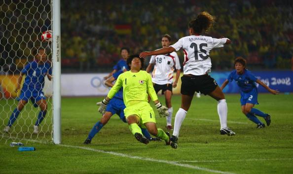 图文-德国女足2-0日本获铜牌 巴拉玛射门瞬间