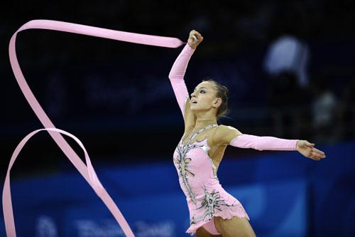 图文-艺术体操个人全能决赛 卡纳耶娃大大眼睛