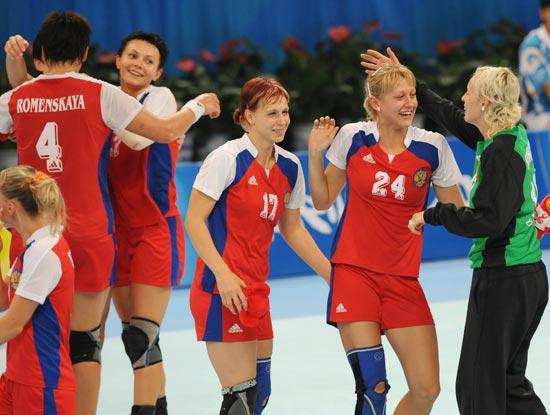 图文-奥运会女子手球半决赛赛况 开心的俄罗斯队员