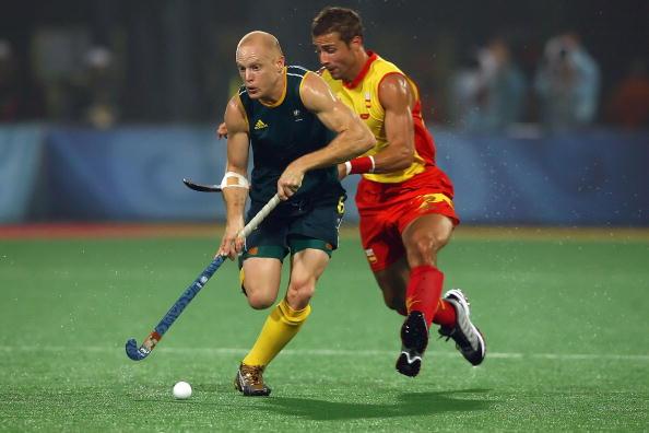 图文-男子曲棍球半决赛西班牙获胜 双方激烈争抢