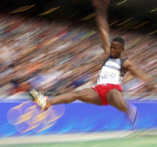 资料图-悉尼奥运会男子跳远 多哥弗里甘创个人最佳