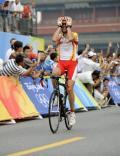 图文-桑切斯获公路自行车冠军 桑切斯庆祝胜利