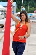 图文-北京奥运之微笑青岛 西班牙女选手准备出海