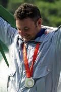 图文-[奥运]男子飞碟双多向 达尼埃洛低头俯看银牌