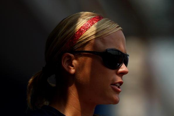 图文-奥运会18日女垒比赛赛况 阳光下带着墨镜