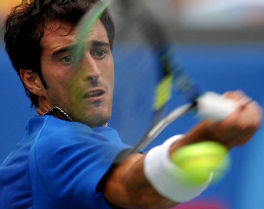 图文-11日网球男单比赛 意大利选手斯塔拉切回球