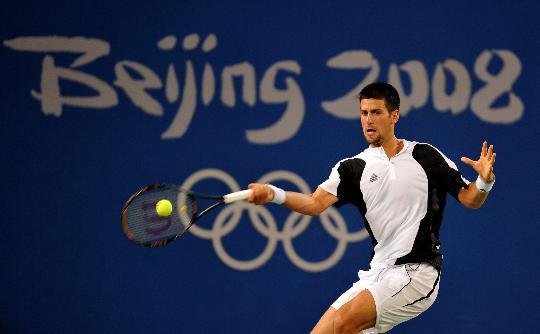 图文-网球男单德约科维奇晋级 小德奋力回球