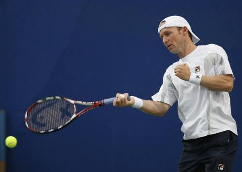 图文-网球男子单打首轮 舒特勒精彩回球