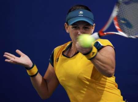 图文-网球女子单打11日赛况 凯茜・德拉夸神情专注