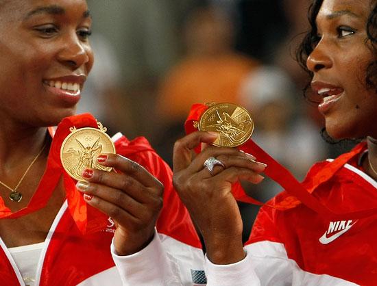 图文-网球女子双打决赛 威廉姆斯姐妹交流感受