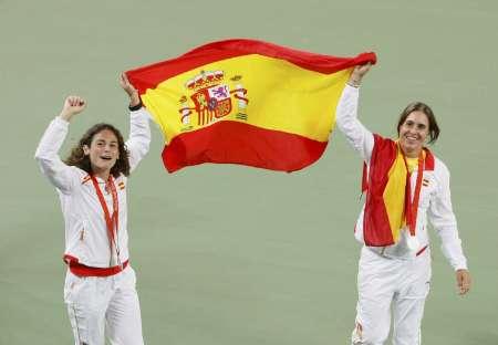 图文-网球女子双打决赛 鲁阿诺和梅迪纳庆祝