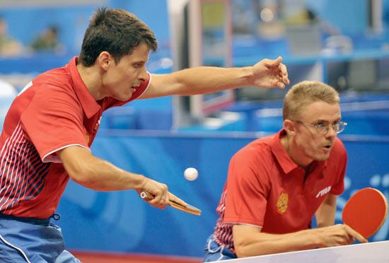 图文-北京奥运会乒乓球赛事开战 俄罗斯双打比赛中