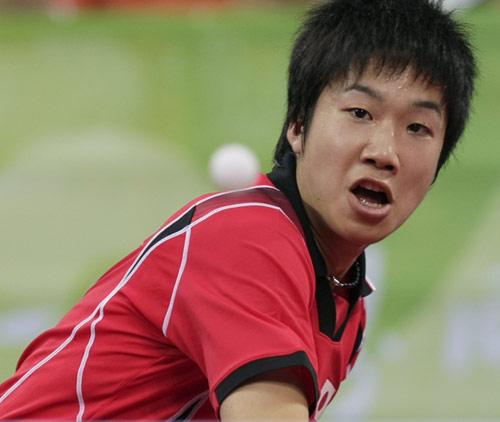 图文-乒乓球男团半决赛打响 坚持到底