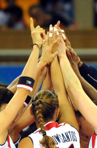 图文-奥运会17日女排小组赛赛况 美国队庆祝得分