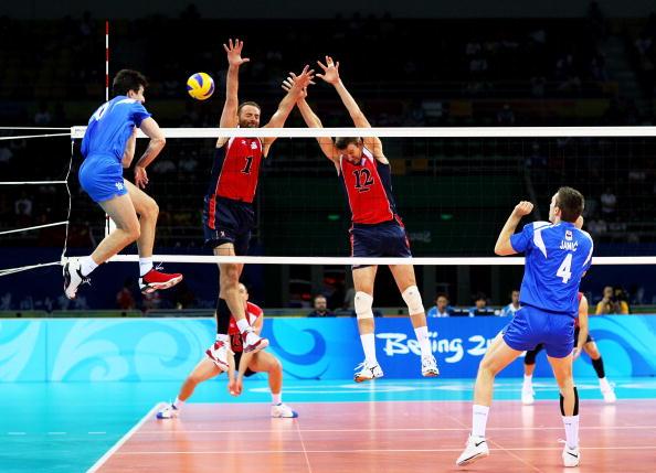 图文-奥运会男子排球1/4决赛赛况 能扣过去吗