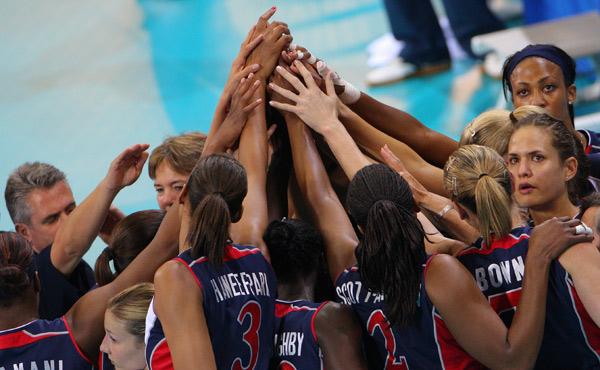 图文-[奥运]女排巴西3-1美国 美国姑娘落败后聚首