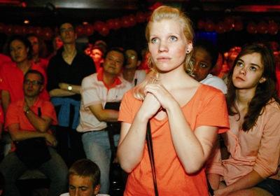 荷兰球迷为亚军而神伤在京球迷:我要喝下一瓶二锅头