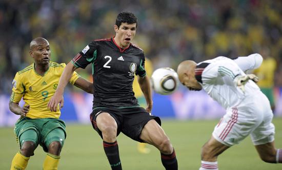 图文-[揭幕战]南非1-1墨西哥佩雷兹头槌解围