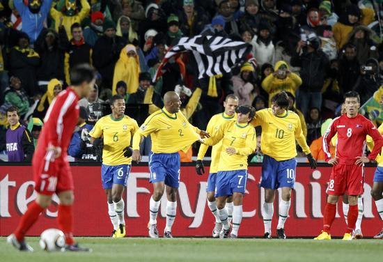 图文-[小组赛]巴西2-1朝鲜庆祝埃拉诺扩大比分