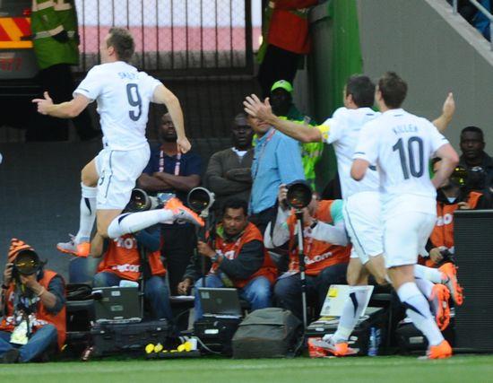 图文-[小组赛]意大利VS新西兰斯梅尔茨庆祝