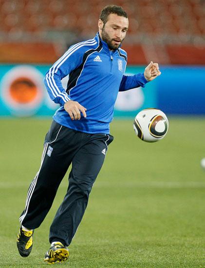 图文-希腊训练备战阿根廷萨尔皮吉迪斯起脚瞬间