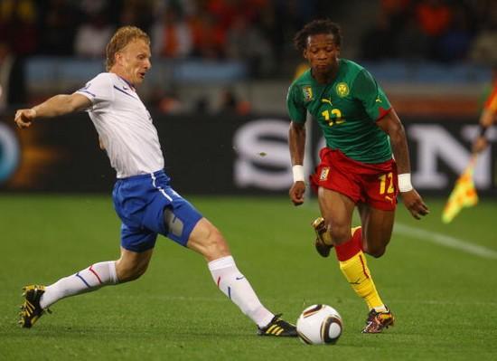 图文-[小组赛]喀麦隆VS荷兰盖坦-邦带球突破