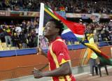 加纳球员挥舞国旗