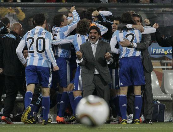 图文-[1/8决赛]阿根廷3-1墨西哥老马紧握双拳