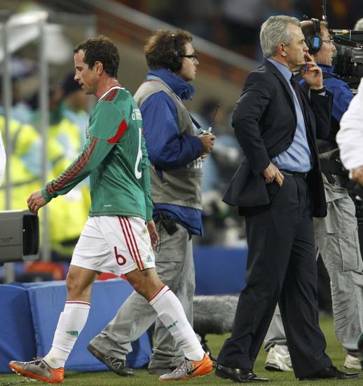 图文-[1/8决赛]阿根廷3-1墨西哥墨西哥球员离场