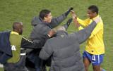 胡安与教练庆祝
